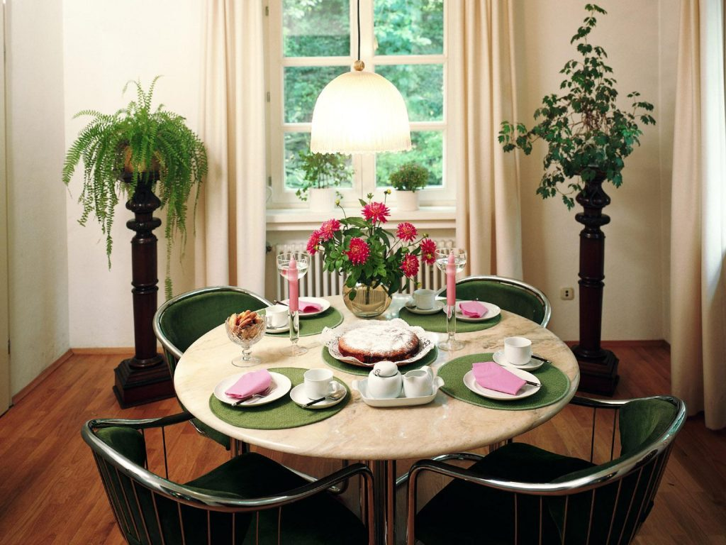 Dining room table floral
