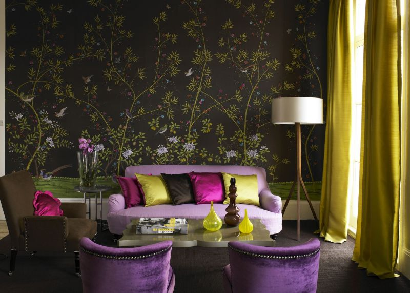 pretty-living-room-decorated-with-wallpaper