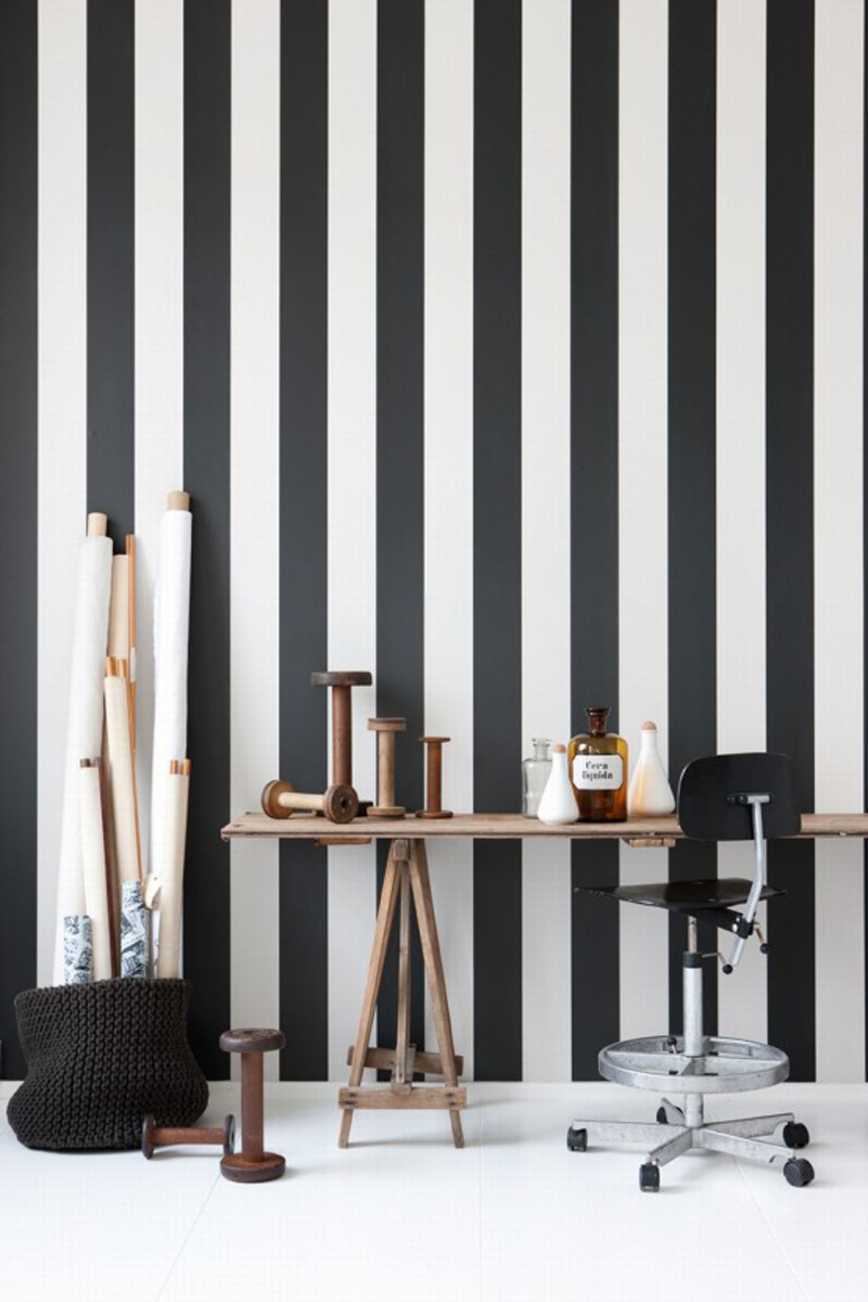 black-and-white-stripes-for-stylish-impressions-into-the-room
