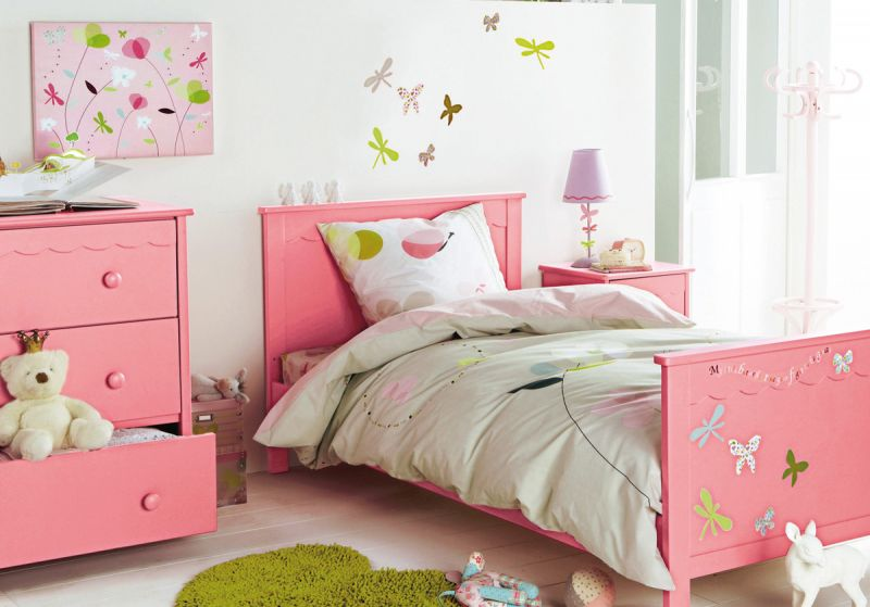 bedroom-interior-decoration-ideas-furniture-boys-bedroom-girls-bedroom-simple-and-neat-girls-child-bedroom-using-white-comforter-in-platform-bed-also-green-furry-rug-and-pink-wooden-dresser-for-child