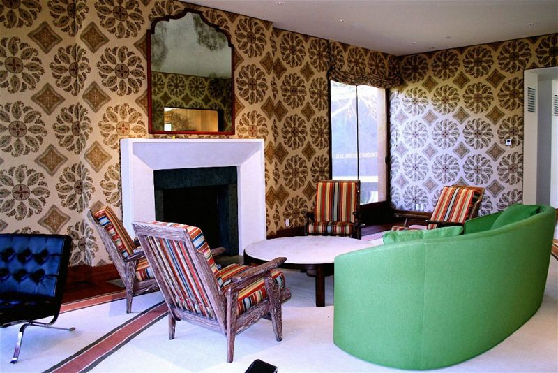 decorating-walls-with-wallpaper-to-make-the-room-beautiful-and-throughout-home-decorating-wallpaper